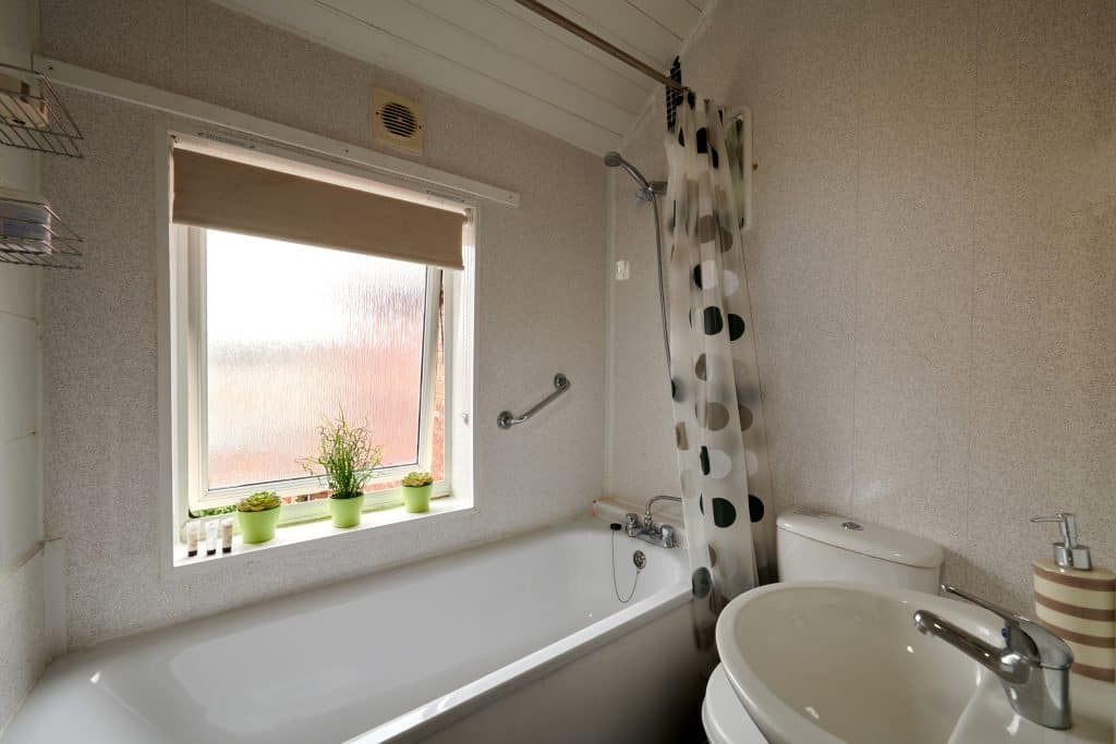 Upstairs Bathroom & Overhead Shower